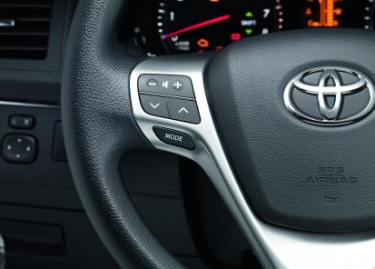 """""""Bluetooth®"""" laisvųjų rankų įranga su valdikliais ant vairo"""