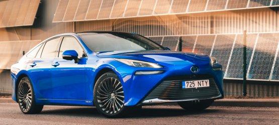 """Vandenilio era prasidėjo: naujasis """"Toyota Mirai"""" atkeliauja į Baltijos šalis"""